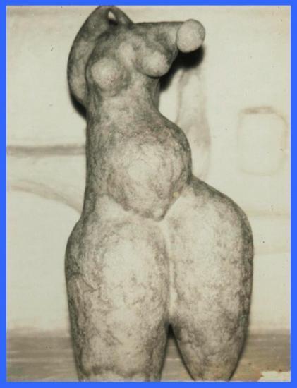 Vase sculpture design anthropomorphe (1974).