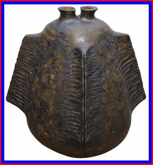 Vase-design-a-3-ailettes-bleu-rouge.jpg